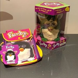 🤩NWT Furby (1998) with backpack—rare color!!